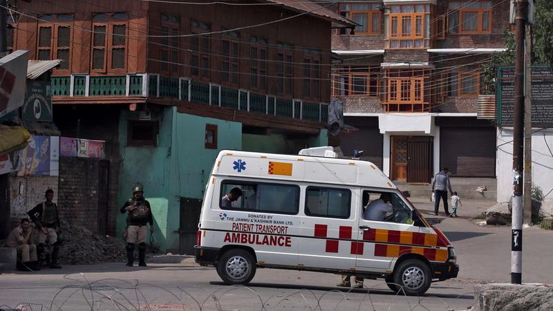 https: img-k.okeinfo.net content 2019 12 03 18 2137470 geledah-ambulans-polisi-india-temukan-pasien-palsu-dan-40-kg-ganja-wwDNDROzpU.jpg