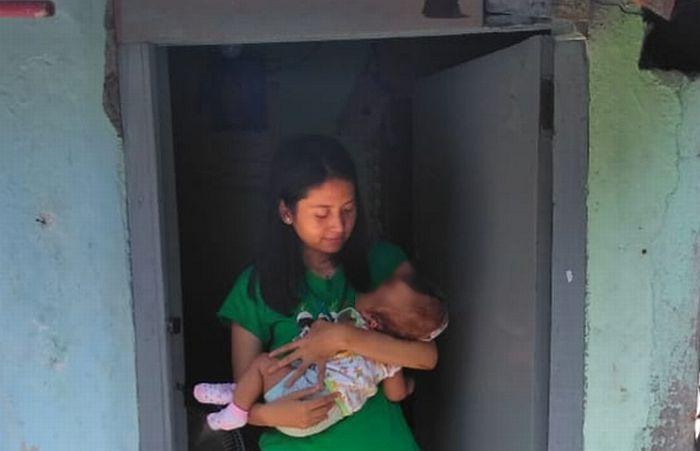 https: img-k.okeinfo.net content 2019 12 03 519 2137206 lahirkan-anak-disabilitas-mama-muda-di-surabaya-diceraikan-suami-FVdc2grwyV.jpg