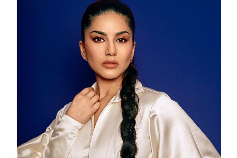 https: img-k.okeinfo.net content 2019 12 04 194 2138094 seksinya-pemain-film-dewasa-sunny-leone-perempuan-paling-dicari-di-india-7y083JgkEX.jpg