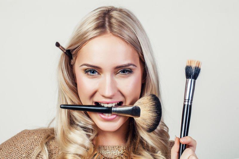https: img-k.okeinfo.net content 2019 12 04 611 2137730 inspirasi-makeup-ala-artis-bollywood-siapa-favoritmu-sSl034SoDT.jpg