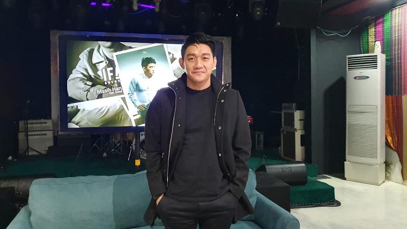 https: img-k.okeinfo.net content 2019 12 05 33 2138504 ifan-seventeen-ungkap-percakapannya-dengan-mellya-juniarti-sebelum-bercerai-dengan-uas-jBnqEs68Bf.jpg