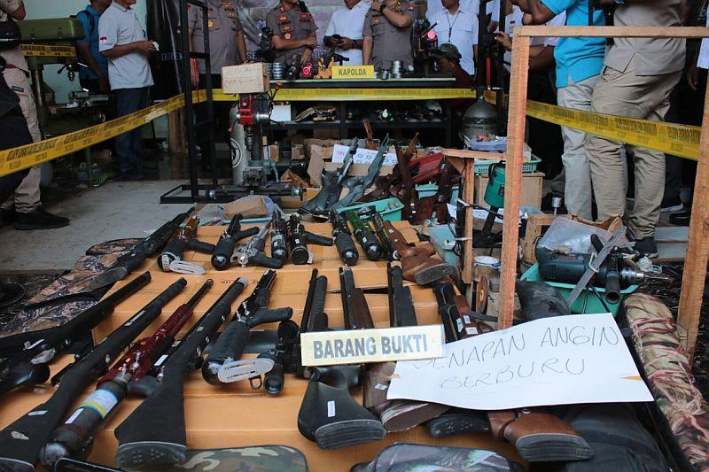 https: img-k.okeinfo.net content 2019 12 08 519 2139299 senjata-ilegal-di-lumajang-dijual-juga-ke-daerah-konflik-veIvOSjT8m.jpg