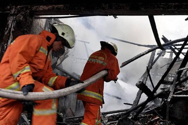 https: img-k.okeinfo.net content 2019 12 09 338 2139545 sebuah-restoran-di-pluit-dilanda-kebakaran-W3cN3PkLme.jpg