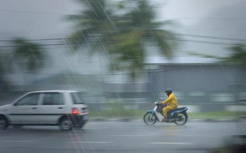https: img-k.okeinfo.net content 2019 12 10 338 2139987 hujan-lokal-diprediksi-akan-basahi-sebagian-wilayah-jakarta-hari-ini-nfqeaJuRFr.jpg