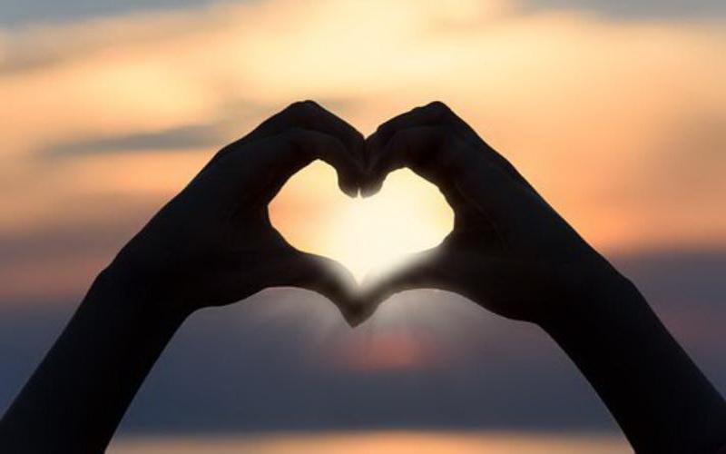 https: img-k.okeinfo.net content 2019 12 11 196 2140633 30-tanda-kamu-sedang-jatuh-cinta-dari-yang-sederhana-sampai-serius-yIoF7L3Ape.jpg