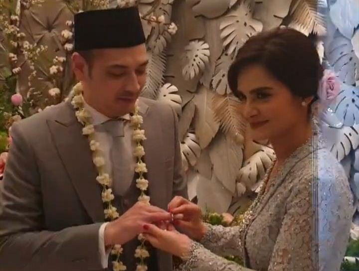 https: img-k.okeinfo.net content 2019 12 12 33 2141151 sah-cut-tari-menikah-dengan-richard-kevin-YdGItutgi1.jpg