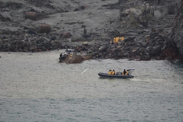 https: img-k.okeinfo.net content 2019 12 13 18 2141515 gunung-white-island-di-selandia-baru-meletus-enam-mayat-ditemukan-dua-masih-hilang-PAlvHIUsqL.jpg