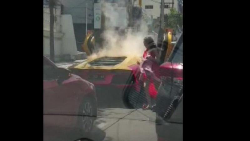 https: img-k.okeinfo.net content 2019 12 13 519 2141632 mobil-lamborghini-yang-terbakar-di-surabaya-ternyata-tak-miliki-stnk-G52ONfLpCi.jpg