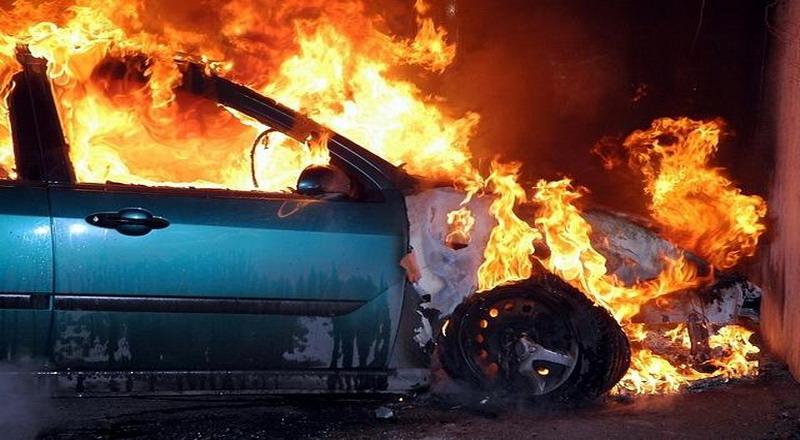https: img-k.okeinfo.net content 2019 12 14 519 2141836 pikap-terbakar-di-kawasan-gunung-gumitir-diduga-korsleting-mesin-721kNJWYEt.jpg
