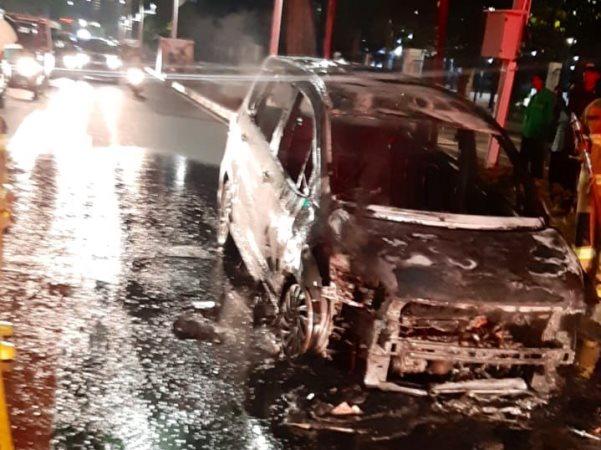 https: img-k.okeinfo.net content 2019 12 15 338 2142051 mobil-terbakar-di-gelora-bung-karno-f68CXCJPGN.jpg