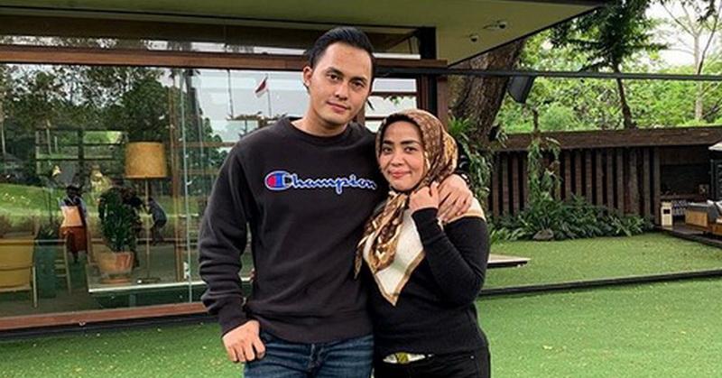 https: img-k.okeinfo.net content 2019 12 17 33 2142960 muzdalifah-dan-suami-foto-bareng-nia-ramadhani-netizen-gemas-ukRQwz6ZyF.jpg