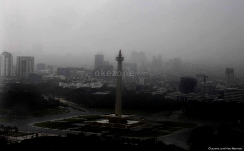 https: img-k.okeinfo.net content 2019 12 17 338 2142729 waspada-hujan-disertai-petir-landa-jakarta-siang-dan-sore-ini-IEIxYna4Iw.jpg