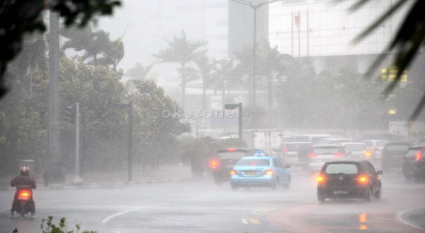 https: img-k.okeinfo.net content 2019 12 18 338 2143219 bmkg-waspada-potensi-hujan-petir-di-jaksel-jaktim-sore-hari-vzadgAakg4.jpg