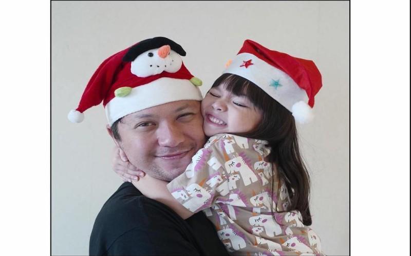 https: img-k.okeinfo.net content 2019 12 21 33 2144655 gading-marten-bakal-rayakan-natal-pertama-tanpa-gempi-OF5c9im8lv.jpg