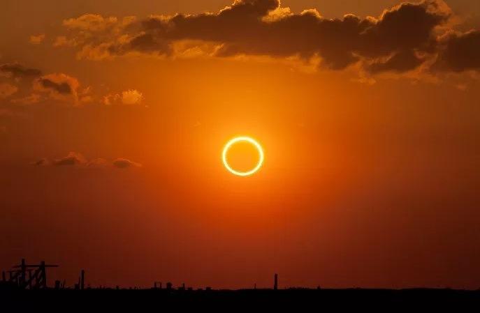 https: img-k.okeinfo.net content 2019 12 26 337 2146150 fenomena-gerhana-matahari-cincin-dapat-disaksikan-di-25-wilayah-di-7-provinsi-XXWSdNfup4.jpg