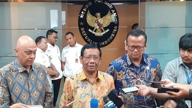 https: img-k.okeinfo.net content 2019 12 26 337 2146362 mahfud-md-sebut-indonesia-lakukan-diplomasi-lunak-terkait-uighur-4fIxHh13yr.jpg