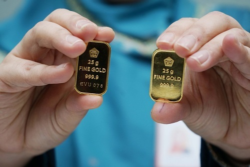 https: img-k.okeinfo.net content 2019 12 27 320 2146486 naik-lagi-emas-antam-dijual-rp762-000-gram-0eZyamhiIh.jpg