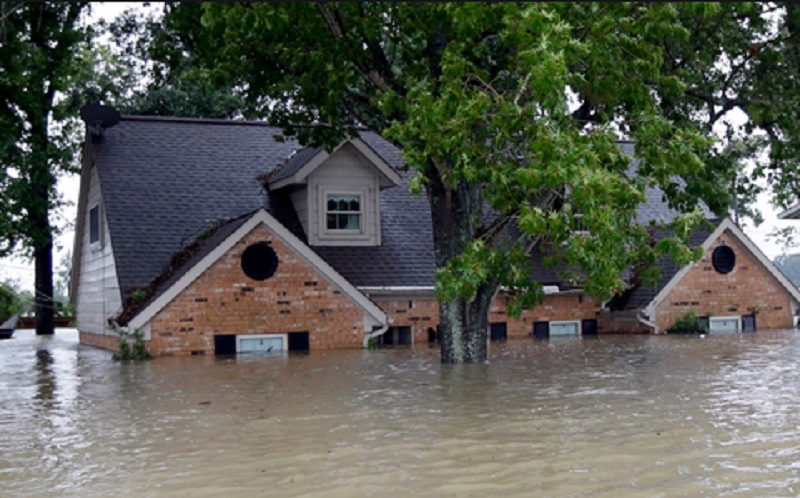 https: img-k.okeinfo.net content 2020 01 03 612 2148953 tips-menghadapi-banjir-agar-selamat-dan-bertahan-bgPstX8D68.jpg