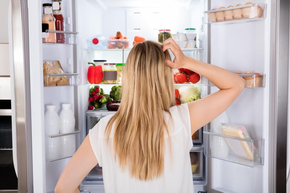 https: img-k.okeinfo.net content 2020 01 05 298 2149443 deretan-makanan-sehat-yang-harusnya-ada-di-lemari-es-IVVTfm9ieR.jpg