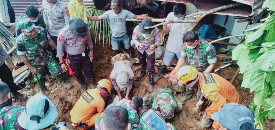 https: img-k.okeinfo.net content 2020 01 05 340 2149559 satu-korban-banjir-dan-tanah-longsor-di-sangihe-ditemukan-tewas-mHbWnYoY6i.jpg