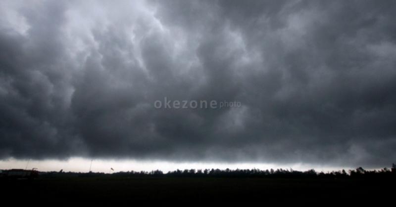 https: img-k.okeinfo.net content 2020 01 06 512 2149866 cuaca-ekstrem-intai-jateng-dalam-3-hari-ke-depan-CKCQRxBI6q.jpg