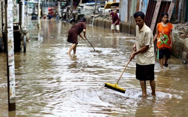 https: img-k.okeinfo.net content 2020 01 07 481 2150101 waspada-ini-5-penyakit-yang-mengintai-pasca-banjir-Q1PgAVUYqt.jpg