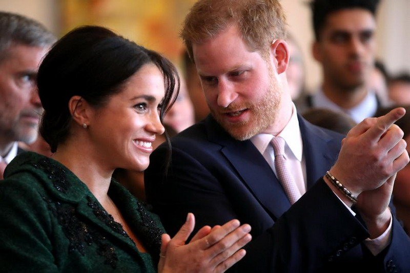 https: img-k.okeinfo.net content 2020 01 09 18 2150938 pangeran-harry-dan-meghan-markle-mundur-sebagai-anggota-senior-kerajaan-inggris-8gkBIEv3Jr.jpg