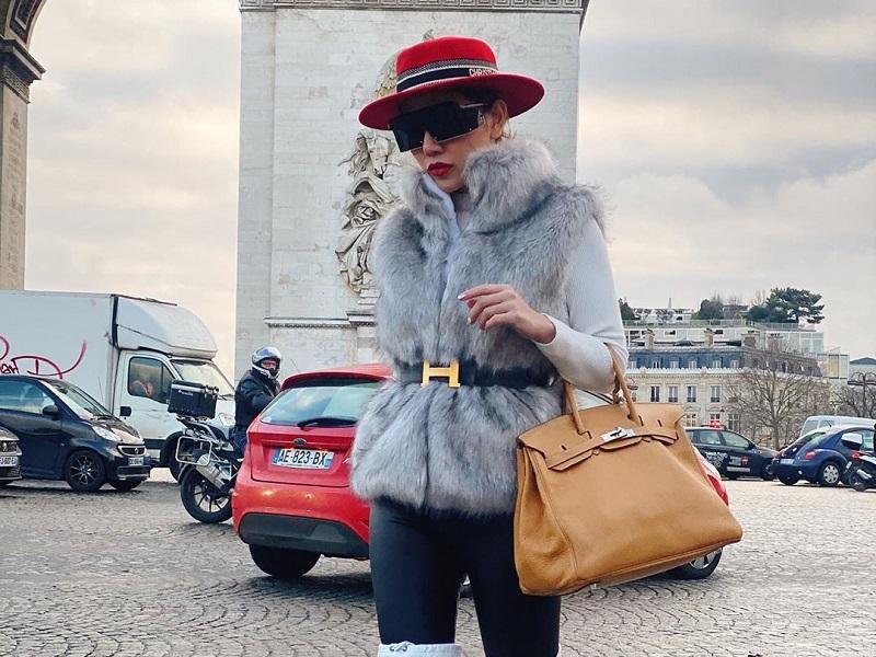 https: img-k.okeinfo.net content 2020 01 09 194 2151035 potret-tampilan-glamor-bella-shofie-saat-keliling-eropa-stunning-CbwOtYZvCa.jpg