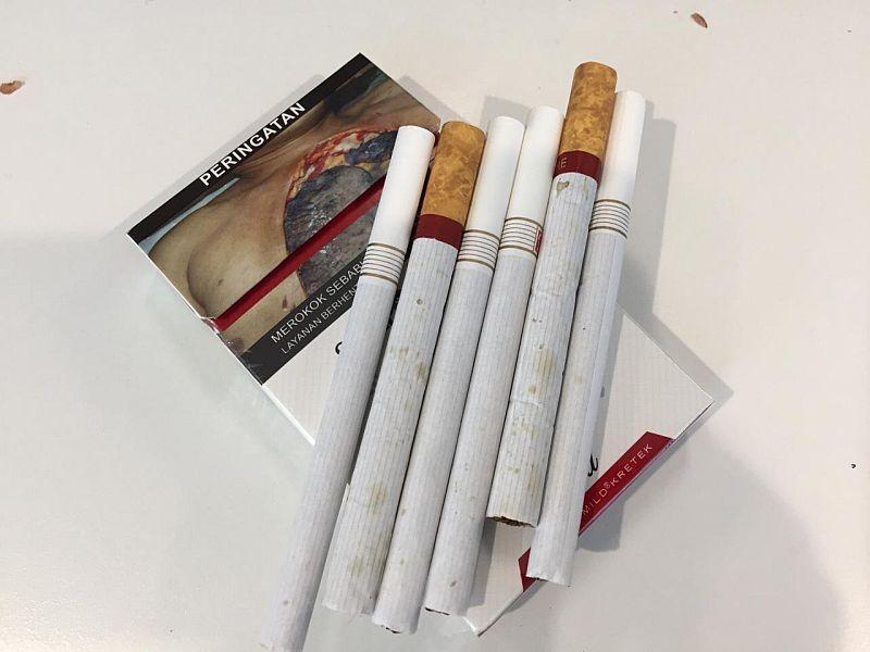 https: img-k.okeinfo.net content 2020 01 09 320 2151122 harga-rokok-mulai-naik-1-januari-2020-ini-beda-harga-di-pasaran-dan-minimarket-ORQ1hhtw2E.jpg