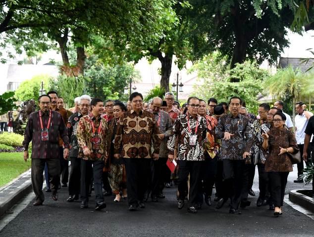 https: img-k.okeinfo.net content 2020 01 09 337 2151029 jokowi-ingin-dubes-berperan-sebagai-duta-ekspor-produk-indonesia-oNv4bxca9S.jpg