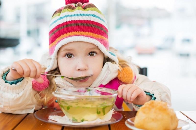 https: img-k.okeinfo.net content 2020 01 10 481 2151546 anak-flu-dan-batuk-sembuhkan-secara-alami-dengan-5-makanan-ini-vEBYCitAeh.jpg