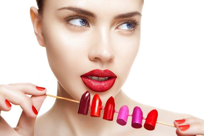 https: img-k.okeinfo.net content 2020 01 10 611 2151596 memilih-lipstik-yang-sesuai-dengan-warna-bibir-ini-kuncinya-POVe2btFkc.jpg
