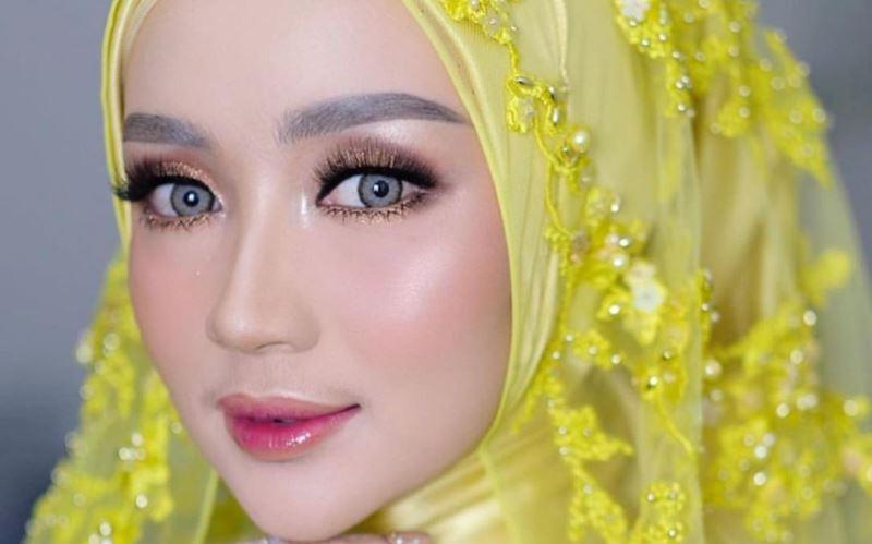 https: img-k.okeinfo.net content 2020 01 13 617 2152219 3-inspirasi-gaun-pengantin-bernuansa-kuning-bagi-hijabers-HHoCcbHXhz.jpg