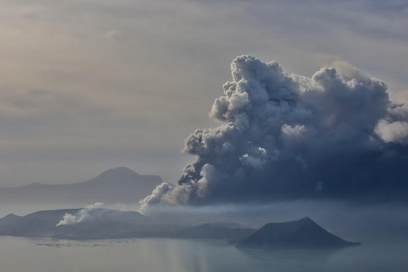 https: img-k.okeinfo.net content 2020 01 14 18 2152766 erupsi-gunung-taal-dinilai-berbahaya-ini-alasannya-Wau5U2J2sA.jpg
