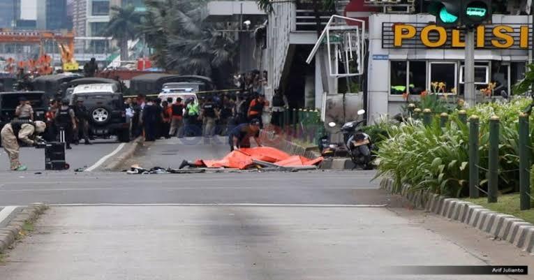 https: img-k.okeinfo.net content 2020 01 14 337 2152569 peristiwa-14-januari-bom-sarinah-menewaskan-8-orang-pSPlLLQ9Pm.jpg