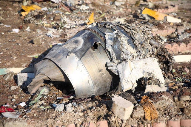 https: img-k.okeinfo.net content 2020 01 15 18 2153151 rekaman-terbaru-perlihatkan-dua-rudal-iran-tabrak-pesawat-ukraina-JbtEcGHnTi.jpg