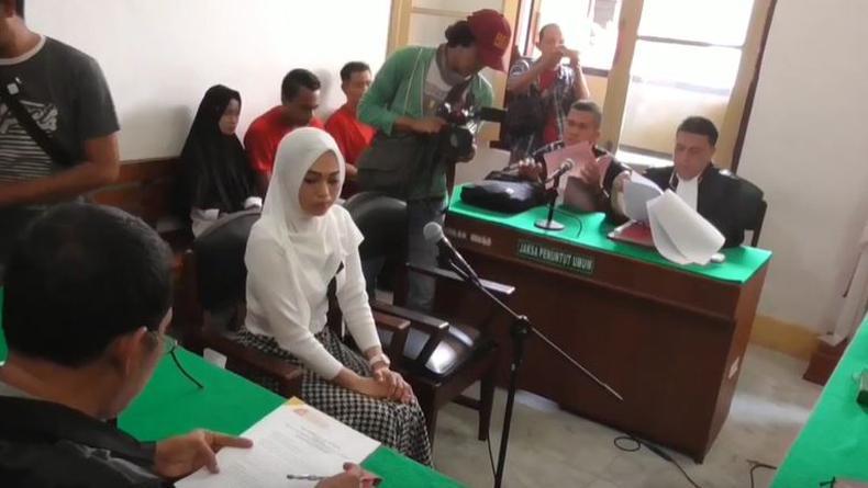 https: img-k.okeinfo.net content 2020 01 15 608 2153021 tagih-utang-via-medsos-wanita-muda-di-medan-dijerat-uu-ite-P3c7a6xhHB.jpg