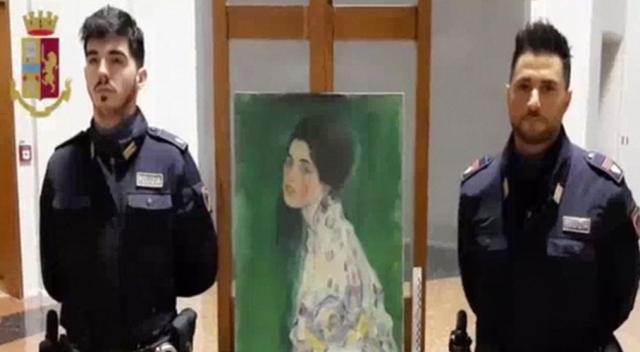 https: img-k.okeinfo.net content 2020 01 18 18 2154877 lukisan-berusia-seabad-ditemukan-setelah-20-tahun-hilang-dicuri-zsHV2ldUUf.jpg