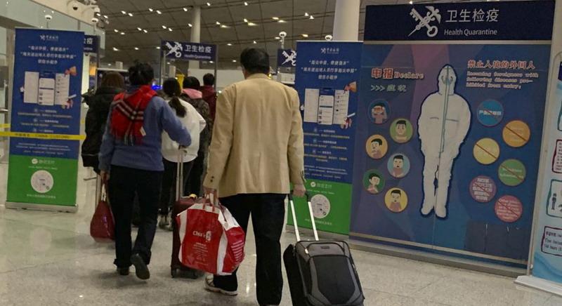 https: img-k.okeinfo.net content 2020 01 20 18 2155566 waspada-virus-misterius-dari-china-as-akan-periksa-kesehatan-penumpang-di-bandara-pgsh7Aj5O7.jpg