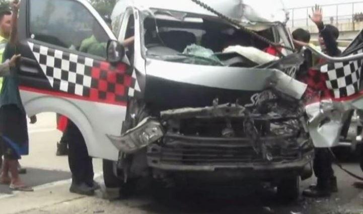 https: img-k.okeinfo.net content 2020 01 20 525 2155670 operator-bantah-evakuasi-korban-kecelakaan-minibus-vs-truk-di-tol-cipali-berjalan-lambat-A7ysgLwE3C.JPG