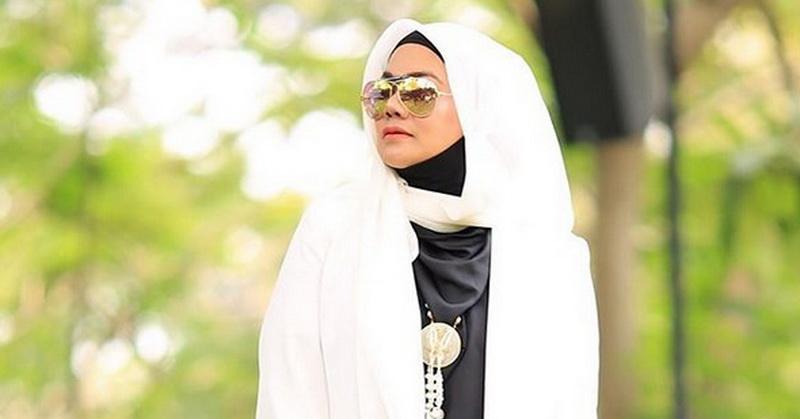 https: img-k.okeinfo.net content 2020 01 22 33 2156490 unggah-foto-di-instagram-sarita-abdul-mukti-bismillah-suami-baru-cbv2rmiAHw.jpg