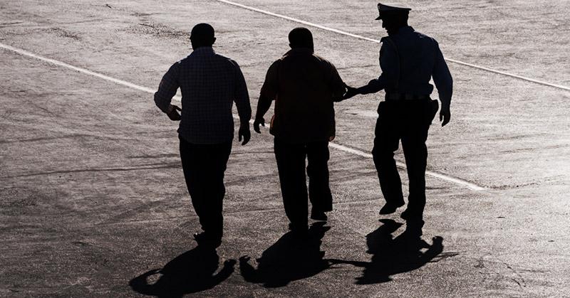 https: img-k.okeinfo.net content 2020 01 22 337 2156770 jurnalis-amerika-serikat-ditangkap-dan-ditahan-di-palangkaraya-mtAC08n08e.jpg