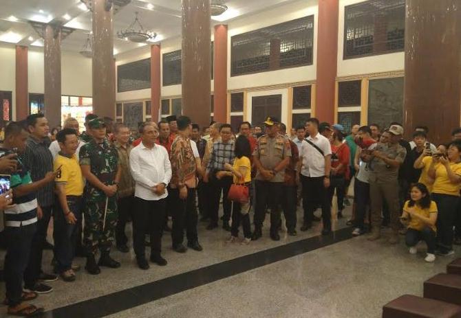 https: img-k.okeinfo.net content 2020 01 25 608 2158095 gubernur-sumut-kapolda-dan-pangdam-cek-perayaan-imlek-sejumlah-wihara-di-medan-6WLMBMJ5qZ.JPG