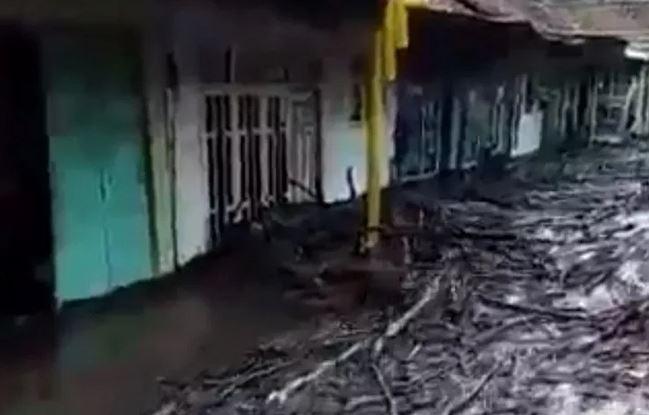 https: img-k.okeinfo.net content 2020 01 29 519 2160387 warga-kaget-banjir-bandang-di-bondowoso-tak-diawali-dengan-hujan-mrgfF0vgp9.JPG