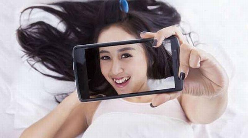 https: img-k.okeinfo.net content 2020 01 31 611 2161448 4-cara-buat-mirror-selfie-jadi-keren-wICceKsnV2.jpg