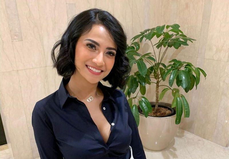 https: img-k.okeinfo.net content 2020 02 06 33 2164249 vanessa-angel-sebar-150-undangan-untuk-resepsi-pernikahan-di-bali-QKWCdYwO5r.jpg