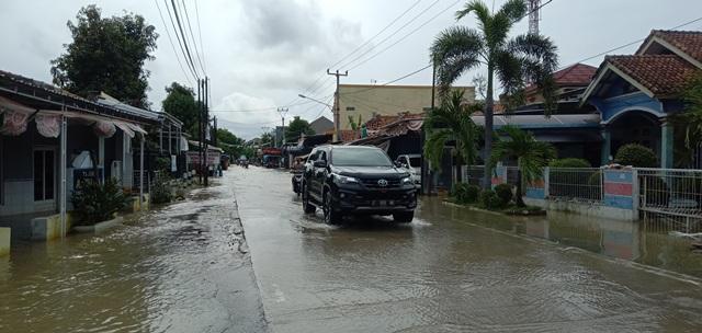 https: img-k.okeinfo.net content 2020 02 06 525 2164588 banjir-yang-melanda-cirebon-berangsur-surut-CDLPhWbNAh.jpg