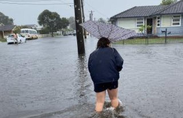 https: img-k.okeinfo.net content 2020 02 07 18 2164854 banjir-rendam-sydney-australia-warga-kantor-saya-seperti-pulau-JHA4ZJooum.jpg
