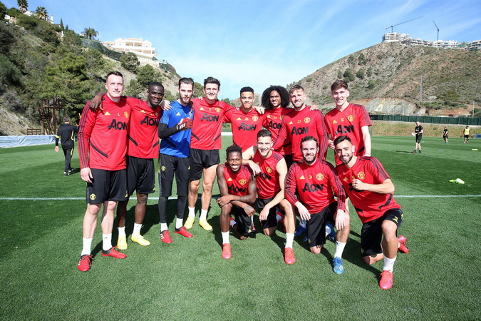https: img-k.okeinfo.net content 2020 02 12 45 2167365 mourinho-coret-man-united-dari-persaingan-finis-4-besar-di-liga-inggris-2019-2020-PhADzTvRqK.jpg