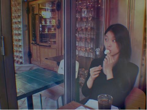 https: img-k.okeinfo.net content 2020 02 13 33 2167789 meninggal-lantaran-sakit-intip-potret-keceriaan-go-soo-jung-yBRVhi5DO7.jpg
